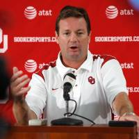 Photo - OU COLLEGE FOOTBALL: Head coach Bob Stoops speaks to the press on Media Day for the University of Oklahoma football team at Gaylord Family -- Oklahoma Memorial Stadium in Norman, Oklahoma on Wednesday, August 6, 2008.   BY STEVE SISNEY, THE OKLAHOMAN    ORG XMIT: KOD