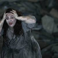Photo -   In this photo taken Tuesday, Oct. 2, 2012, in Chicago, Christine Goerke performs as Elektra, during the first act of a dress rehearsal of the Lyric Opera of Chicago's new production of