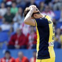 Photo - Atletico de Madrid's David Villa reacts during a Spanish La Liga soccer match against Levante at the Ciutat de Valencia stadium in Valencia, Spain, on Sunday, May 4, 2014. (AP Photo/Alberto Saiz)