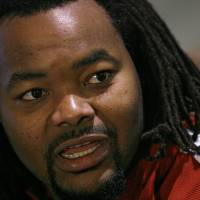 Photo - COLLEGE FOOTBALL: OU offensive lineman Phil Loadholt talks to the press during the final University of Oklahoma media luncheon on Monday, Dec. 22, 2008, at the University of Oklahoma in Norman, Okla.  Photo by Chris Landsberger/The Oklahoman      ORG XMIT: KOD