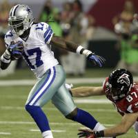 Photo -   Dallas Cowboys wide receiver Dwayne Harris (17) breaks away from Atlanta Falcons tight end Tommy Gallarda (87) as he returns a punt during the first half of an NFL football game, Sunday, Nov. 4, 2012, in Atlanta. (AP Photo/Chuck Burton)