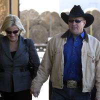 Photo -   Country music star Garth Brooks, right, walks into a Rogers County Courthouse in Tulsa, Okla. with his wife Trisha Yearwood, on Tuesday, Jan. 17, 2012. Brooks appeared before the jurors who will hear his claim that an Oklahoma hospital refused to name a building for his late mother after he gave it $500,000. (AP Photo/The Tulsa World, Cory Young) ONLINE OUT; TV OUT; TULSA OUT