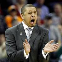 Photo - NCAA TOURNAMENT / COLLEGE BASKETBALL / ELITE 8 / UNIVERSITY OF OKLAHOMA / OU: Oklahoma head coach Jeff Capel yells at his Sooners as they take on North Carolina during the first half in the Elite Eight game of NCAA Men's Basketball Regional between the University of North Carolina and the University of Oklahoma at the FedEx Forum on Sunday, March 29, 2009, in Memphis, Tenn.  PHOTO BY CHRIS LANDSBERGER, THE OKLAHOMAN  ORG XMIT: KOD