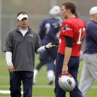 Photo -   New England Patriots quarterback Tom Brady (12) talks with offensive coordinator and quarterback coach Josh McDaniels during practice at the NFL football team's facility in Foxborough, Mass., Wednesday, Oct. 3, 2012. (AP Photo/Stephan Savoia)