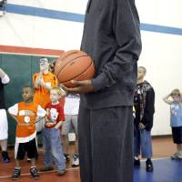 Photo - Players watch Kevin Durant during a shooting drill at the Nike Clinic at the Salvation Army Boy and Girls  Club, Saturday, Feb. 7, 2009, in Oklahoma City. PHOTO BY SARAH PHIPPS, THE OKLAHOMAN ORG XMIT: KOD