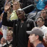 Photo -  Desmond  Mason waves to the crowd during the NBA game between the Oklahoma City Thunder and Golden State Warriors, Sunday, 31, 2010, at the Ford Center in Oklahoma City. Photo by Sarah Phipps