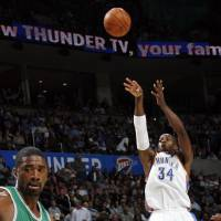 Photo - Oklahoma City's Desmond Mason takes a shot in the first half during the NBA basketball game between the Oklahoma City Thunder and the Boston Celtics at the Ford Center in Oklahoma City, Wednesday, Nov. 5, 2008. BY NATE BILLINGS, THE OKLAHOMAN ORG XMIT: KOD