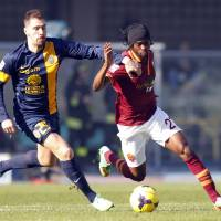 Photo - AS Roma's Gervinho, right, of Ivory Coast, and Hellas Verona's Francesco Cacciatore fight for the ball during a Serie A soccer match at the Bentegodi stadium in Verona, Italy, Sunday, Jan. 26, 2014. (AP Photo/Felice Calabro')