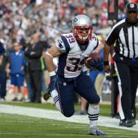Photo - New England Patriots running back Danny Woodhead (39) runs for a touchdown against the Jacksonville Jaguars on a 14-yard touchdown pass play during the first half of an NFL football game on Sunday, Dec.  23, 2012, in Jacksonville, Fla. (AP Photo/Phelan M. Ebenhack)