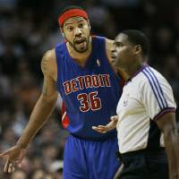 Photo - Detroit Pistons Rasheed Walllace, left, pleads his case to referee LeRoy Richardson, right, after Richardson gave Wallace a technical foul during the third quarter of their NBA basketball  game against the Chicago Bulls at the United Center in Chicago, Thursday, March 29, 2007. (AP Photo/Charles Rex Arbogast) ORG XMIT: ILCA111