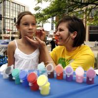 Photo - CHILDREN / KIDS: Sara Jacobson paints the face of Allie Morris, 9, during the Norman Music Festival on Main Street in Norman, Okla. on Saturday, April 25, 2009.   Photo by Steve Sisney, The Oklahoman ORG XMIT: KOD