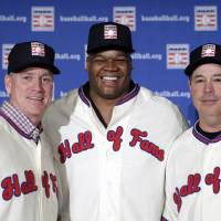 Photo - FILE - In this Jan. 9, 2014, file photo, former Atlanta Braves pitchers Tom Glavine, left and Greg Maddux, right, pose with Chicago White Sox slugger Frank Thomas after a press conference in New York, announcing their election to the Baseball Hall of Fame. Maddux will not have any logo on his cap in his Hall of Fame plaque, the Hall said Thursday, Jan. 23, 2014. Glavine's will have a Braves logo, while Thomas' will have a White Sox logo. (AP Photo/Kathy Willens, File)