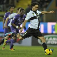 Photo - Parma's Carvalho Amauri scores on a penalty against Fiorentina during their Serie A soccer match at Parma's Tardini stadium, Italy, Monday, Feb. 24, 2014. (AP Photo/Marco Vasini)