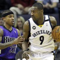 Photo - Memphis Grizzlies' Tony Allen (9) is pressured by Sacramento Kings' Isaiah Thomas (22) during the first half of an NBA basketball game in Memphis, Tenn., Friday, Jan. 18, 2013. (AP Photo/Danny Johnston)