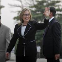 Photo -   U.S. Secretary of State Hillary Rodham Clinton, waves during a visit to the Victoria Memorial Hall in Kolkata, India, Sunday, May 6, 2012. Clinton arrived in the former colonial capital of 14 million on Sunday after visits to China and Bangladesh. (AP Photo)