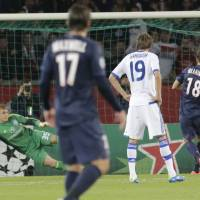 Photo -   Paris Saint Germain's Swedish player Zlatan Ibrahimovic, right, scores the opening penalty goal while Dynamo Kiev's goal keeper Maksym Koval, left, jumps for the ball during a group A Champions League round, first leg, soccer match at Parc des Princes stadium in Paris, Tuesday, Sept. 18, 2012. (AP Photo/Michel Euler)