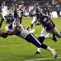 Photo -   Houston Texans running back Arian Foster (23) makes a touchdown catch with Chicago Bears linebacker Lance Briggs (55) defending in the first half an NFL football game in Chicago, Sunday, Nov. 11, 2012. (AP Photo/Charles Rex Arbogast)
