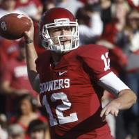 Photo -   Oklahoma quarterback Landry Jones throws against Oklahoma State in the first quarter of an NCAA college football game in Norman, Okla., Saturday, Nov. 24, 2012. (AP Photo/Sue Ogrocki)