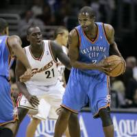 Photo - Cleveland Cavaliers' J.J. Hickson (21) defends Oklahoma City Thunder's Joe Smith (7) during an NBA basketball game, Wednesday, Nov. 26, 2008, in Cleveland. (AP Photo/Mark Duncan) ORG XMIT: OTKMD118