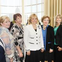Photo - Gov. Mary Fallin, center, with Women Hall of Fame 2013 inductees Ida Blackburn, Linda Haneborg, Terri Watkins, Lou Kerr, Elaine Dodd, Nancy Miller.  PHOTO BY DAVID McDANIEL, THE OKLAHOMAN