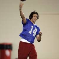 Photo - COLLEGE FOOTBALL: Quarterback Sam Bradford (14) at the University of Oklahoma (OU) spring football practice in Norman, Oklahoma, on Tuesday, March 3, 2009.      Photo by Steve Sisney, The Oklahoman ORG XMIT: KOD