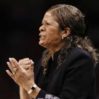 Photo - NCAA TOURNAMENT / PURDUE UNIVERSITY / RUTGERS UNIVERSITY / SWEET SIXTEEN / SWEET 16: Rutgers head coach Vivian Stringer gestures in the first half of the NCAA women's college basketball tournament game between Rutgers and Purdue at the Ford Center in Oklahoma City, Okla. on Sunday, March 29, 2009.   PHOTO BY STEVE SISNEY, THE OKLAHOMAN ORG XMIT: KOD