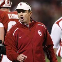 Photo - OU / CELEBRATE / CELEBRATION / REACT / REACTION: University of Oklahoma head coach Bob Stoops reacts following a touchdown by DeMarco Murray in the second quarter of an NCAA college football game against Texas Tech in Norman, Okla., Saturday, Nov. 22, 2008. (AP Photo/Sue Ogrocki) ORG XMIT: OKSO120