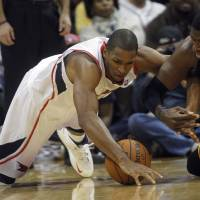 Photo -   Atlanta Hawks power forward Al Horford, left, and Indiana Pacers center Roy Hibbert (55) dive for a loose ball in the first half of an NBA basketball game on Wednesday, Nov. 7, 2012, in Atlanta. (AP Photo/John Bazemore)