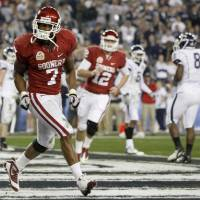 Photo -  Oklahoma's Demarco Murray (7) celebrates after a touchdown during the Fiesta Bowl college football game between the University of Oklahoma Sooners and the University of Connecticut Huskies in Glendale, Ariz., at the University of Phoenix Stadium on Saturday, Jan. 1, 2011.  Photo by Bryan Terry, The Oklahoman ORG XMIT: KOD