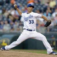 Photo -   Kansas City Royals starting pitcher Jeremy Guthrie throws during the first inning of a baseball game against the Detroit Tigers, Thursday, Aug. 30, 2012, in Kansas City, Mo. (AP Photo/Charlie Riedel)
