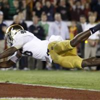 Photo -   Notre Dame running back Theo Riddick dives across the goal line to score a touchdown during the first half of an NCAA college football game against USC on Saturday, Nov. 24, 2012, in Los Angeles. (AP Photo/Danny Moloshok)