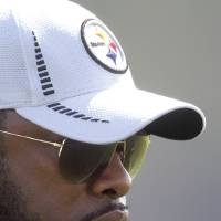 Photo -   Pittsburgh Steelers head coach Mike Tomlin, watches during the NFL football team's rookie minicamp at their facility in Pittsburgh on Friday, May 4, 2012. (AP Photo/Keith Srakocic)