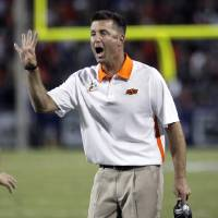 Photo -   Oklahoma State head coach Mike Gundy signals for fourth down against Arizona at the end of the first quarter of an NCAA college football game at Arizona Stadium in Tucson, Ariz., Sat., Sept. 8, 2012. (AP Photo/Wily Low)