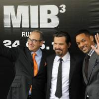 Photo -   Director Barry Sonnenfeld, left, and actors Will Smith, right, and Josh Brolin pose for photographers at a cinema during a photocall for their film