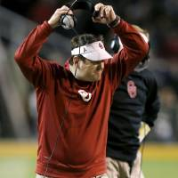 Photo - Oklahoma coach Bob Stoops reacts during an NCAA college football game between the University of Oklahoman (OU) Sooners and the Baylor Bears at Floyd Casey Stadium in Waco, Texas, Thursday, Nov. 7, 2013. Photo by Bryan Terry, The Oklahoman