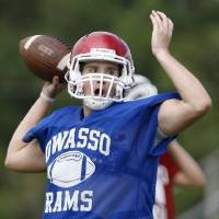 Photo - Quarterback Kason Key runs drills during a spring football practice at Owasso High School on Wednesday, May 25, 2011. MATT BARNARD/Tulsa World