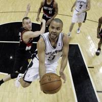 Photo - San Antonio Spurs guard Tony Parker (9), of France, drives to the basket as Portland Trail Blazers guard Sergio Rodriguez, left, of Spain, and forward Travis Outlaw (25) look on during the fourth quarter of an NBA basketball game in San Antonio, Wednesday, Feb. 25, 2009. San Antonio won 99-84. Parker scored 39 points. (AP Photo/Eric Gay) ORG XMIT: TXEG109
