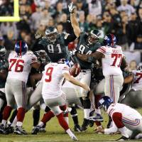 Photo -   New York Giants kicker Lawrence Tynes (9) attempts a 54-yard field goal as a timeout is called during the second half of an NFL football game against the Philadelphia Eagles, Sunday, Sept. 30, 2012, in Philadelphia. The Eagles won 19-17. (AP Photo/The Philadelphia Inquirer, Ron Cortes) PHIX OUT; TV OUT; MAGS OUT; NEWARK OUT