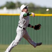 Photo - Edmond Santa Fe's Brady Newville throws to first during a high school baseball game between Edmond Santa Fe and Deer Creek at Deer Creek High School, Saturday, April 30, 2011, in Deer Creek High School. Photo by Sarah Phipps, The Oklahoman ORG XMIT: KOD