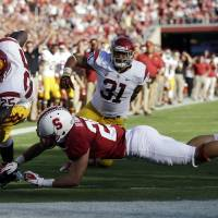 Photo -   Southern California running back Silas Redd, left, scores past Stanford safety Ed Reynolds on a 1-yard touchdown run in the first half of an NCAA college football game in Stanford, Calif., Saturday, Sept. 15, 2012. (AP Photo/Marcio Jose Sanchez)