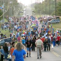 Photo - Paradegoers leave the parade route Thursday near Choctaw High School. A homecoming festival was held in the parking lot of the high school after the parade. PHOTO BY VALLERY BROWN, THE OKLAHOMAN  Vallery Brown - THE OKLAHOMAN