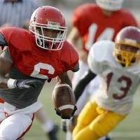 Photo - Lawton's Dajuan Wojciechowski runs the ball during a football scrimmage against Putnam City North at Putnam City High School in Warr Acres, Okla., Thursday, August 16, 2012. Photo by Bryan Terry, The Oklahoman