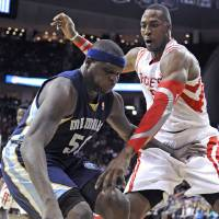 Photo - Memphis Grizzlies' Zach Randolph (50) holds off Houston Rockets' Dwight Howard, right, in the first half of an NBA basketball game Friday, Jan. 24, 2014, in Houston. (AP Photo/Pat Sullivan)