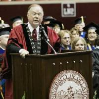 Photo - OU President  David  Boren speaks at the New Sooner Convocation thurs. Aug. 20, 2009 in Lloyd Noble in Norman. Photo by Jaconna Aguirre