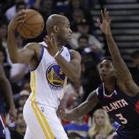 Photo -   Golden State Warriors' Jarrett Jack, left, looks to pass from Atlanta Hawks' Louis Williams during the first half of an NBA basketball game Wednesday, Nov. 14, 2012, in Oakland, Calif. (AP Photo/Ben Margot)