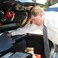 Photo - WI-FI: Mark Meier, information technology director for the city of Oklahoma City, shows off wireless routers in the trunk of an Oklahoma City police car. BY JIM STAFFORD, THE OKLAHOMAN ORG XMIT: 0806032206209977