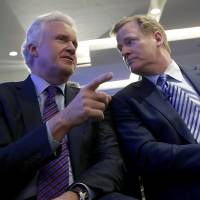Photo - General Electric Chairman and CEO Jeff Immelt, left, talks with NFL Commissioner Roger Goodell during an NFL football news conference in New York, Monday, March 11, 2013. GE is partnering with the NFL, the U.S. Military and others to further research on head injuries.  (AP Photo/Seth Wenig)