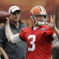 Photo - Cleveland Browns quarterback Brandon Weeden (3) passes as offensive coordinator Norv Turner watches during practice at the NFL football team's facility in Berea, Ohio Monday, Aug. 26, 2013. (AP Photo/Mark Duncan) ORG XMIT: OHMD102