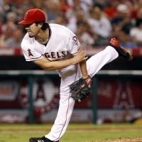 Photo -   Los Angeles Angels starting pitcher Dan Haren delivers in the fifth inning of a baseball game against the Chicago White Sox in Anaheim, Calif., on Saturday, Sept. 22, 2012. (AP Photo/Christine Cotter)