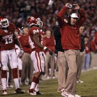 Photo - REACTION: Bob Stoops reacts to a holding call that reversed a Blake Bell touchdown during the college football game between the University of Oklahoma Sooners (OU) and the Notre Dame Fighting Irish at the Gaylord Family-Oklahoma Memorial Stadium on Saturday, Oct. 27, 2012, in Norman, Okla. Photo by Chris Landsberger, The Oklahoman